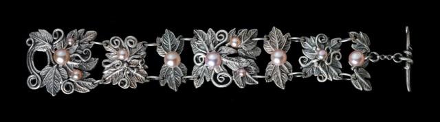 Jonna Faulkner's Summer Garden Bracelet. Jewelry photography by Steve Rossman