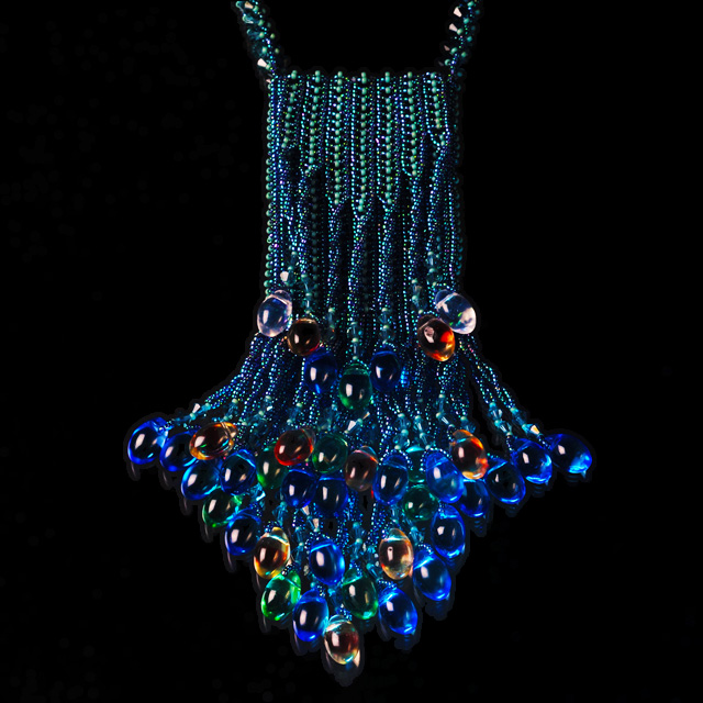 Beaded Amulet Purse by Kandra Norsigian. Photography by Steve Rossman, San Diego-based jewelry photographer