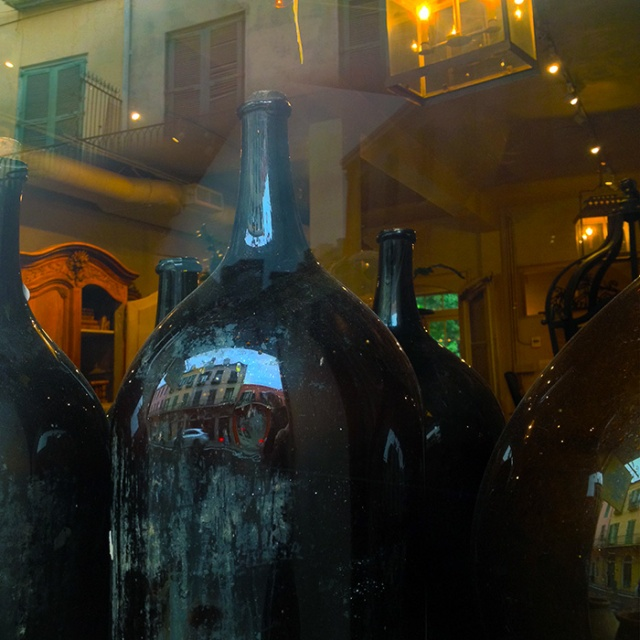 NewOrleans storefront bottles. iPhone photography by Steve Rossman